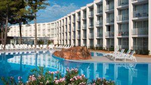 Pool im Hotel Jakov in Sibenik