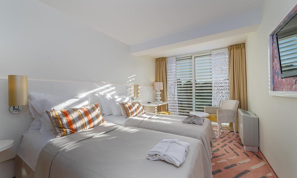 Doppel- oder Zweibettzimmer, 22 m² Parkblick, mit französischem Balkon_14