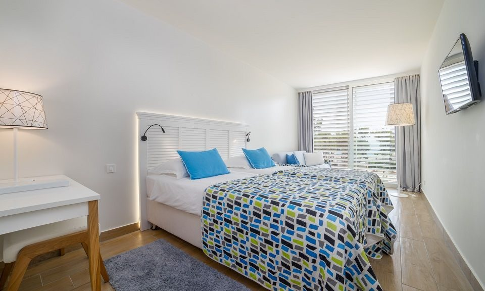 Großes Doppel- oder Zweibettzimmer, 27 m² Hof/Gartenblick, mit französischem Balkon_18