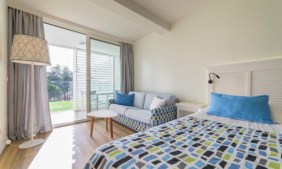 Großes Doppel- oder Zweibettzimmer, 27 m² Parkblick, mit Balkon_17