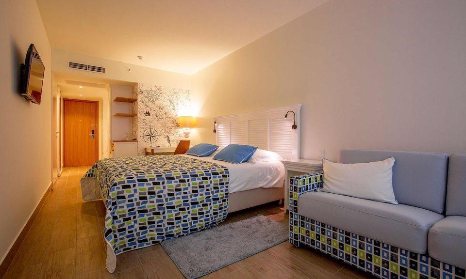 Großes Doppel- oder Zweibettzimmer, 22 m² Hof/Gartenblick, mit Balkon_16