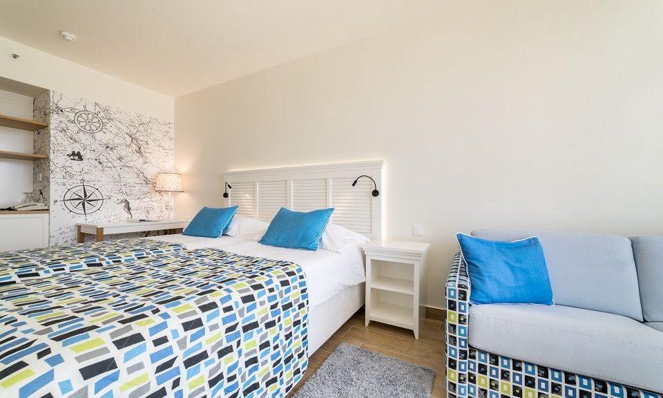 Doppel- oder Zweibettzimmer +2, 27 m² Hof/Gartenblick, mit französischem Balkon-1