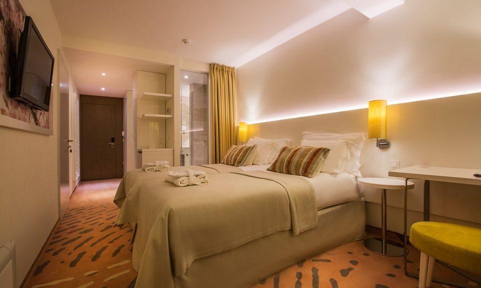 Doppelzimmer mit Verbindungstür mit Hof/Gartenblick 45m2 mit französischen Balkonen_0