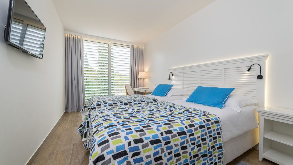 Doppel-/Twin-Zimmer mit Verbindungstür, 44m² Hof-/Gartenblick mit französischen Balkonen-1
