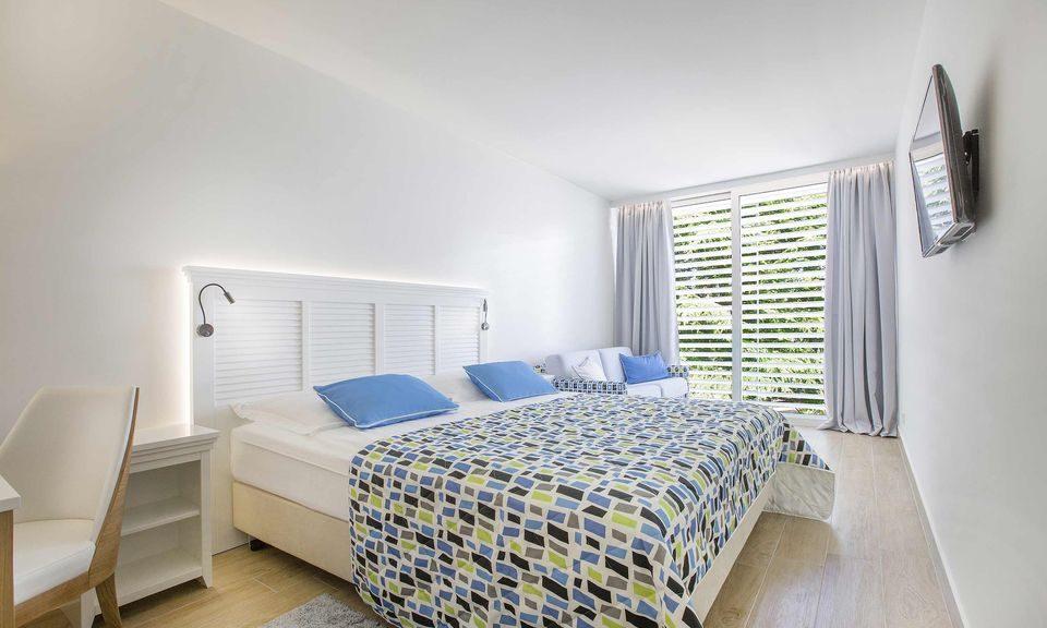 Großes Doppelzimmer mit Hof-/Gartenblick 27 qm mit französischen Balkon_1