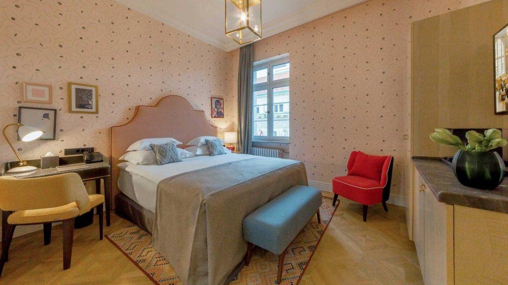Großes Zimmer 30-35 m² Blick zum Hof_6