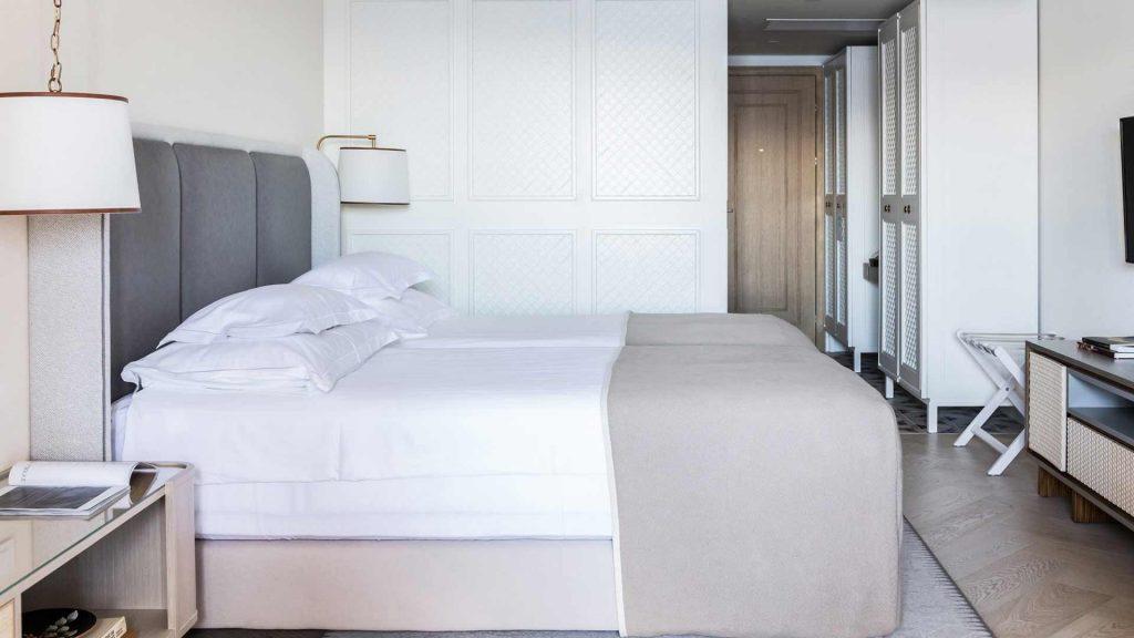 Superior Doppel-/Zweibettzimmer Villa Camellia 28 m² Hof-/Gartenblick und Balkon_6
