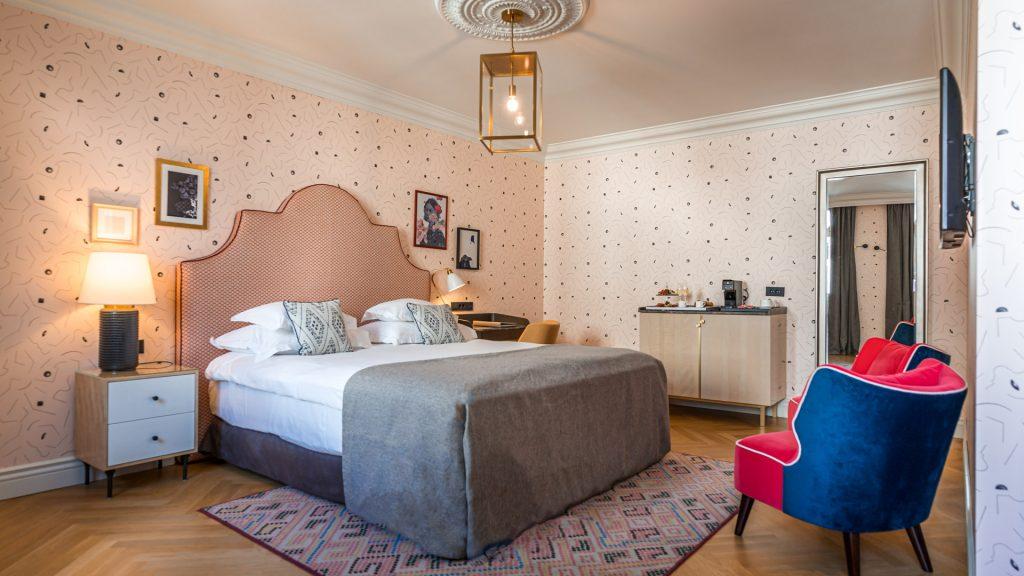 Großes Zimmer 30-35 m² Blick zum Hof_5