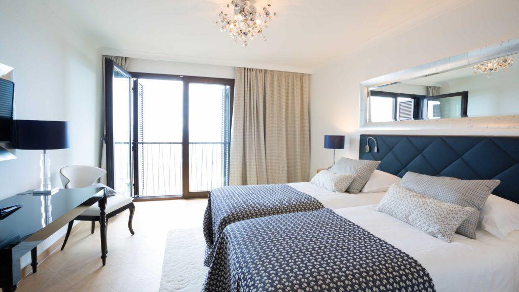 Doppelzimmer 25 m² Meerblick und französischer Balkon_1