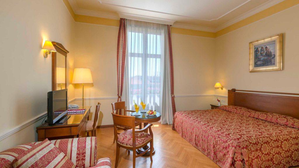 Standard Doppel-/Zweibettzimmer Villa Continental 22 m² Hof-/Gartenblick_6