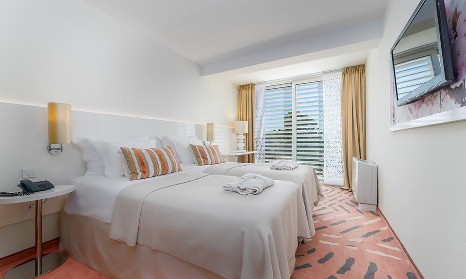 Dvokrevetna ili Twin Soba do Sobe 44m² Morska Strana sa Francuskim Balkonima_2