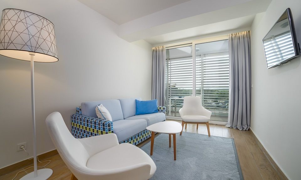 Grande camera doppia +2, 38 mq, vista giardino/cortile con balcone a Šibenik-1