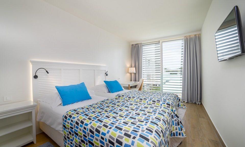 Camera doppia/a due letti, comunicante, 44 mq cortile/giardino con balconi francesi_7