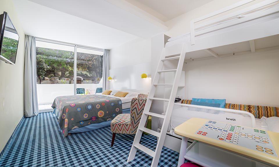 Grande camera famiglia 28.5 mq lato mare al pianoterra con terrazza_11