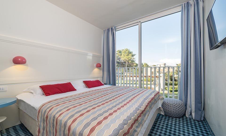Camera famiglia collegata 43 mq vista parco con balcone alla francese_2