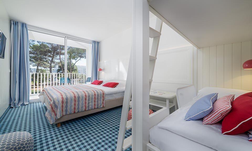 Camere famiglia collegate 47 mq vista parco con balconi_0