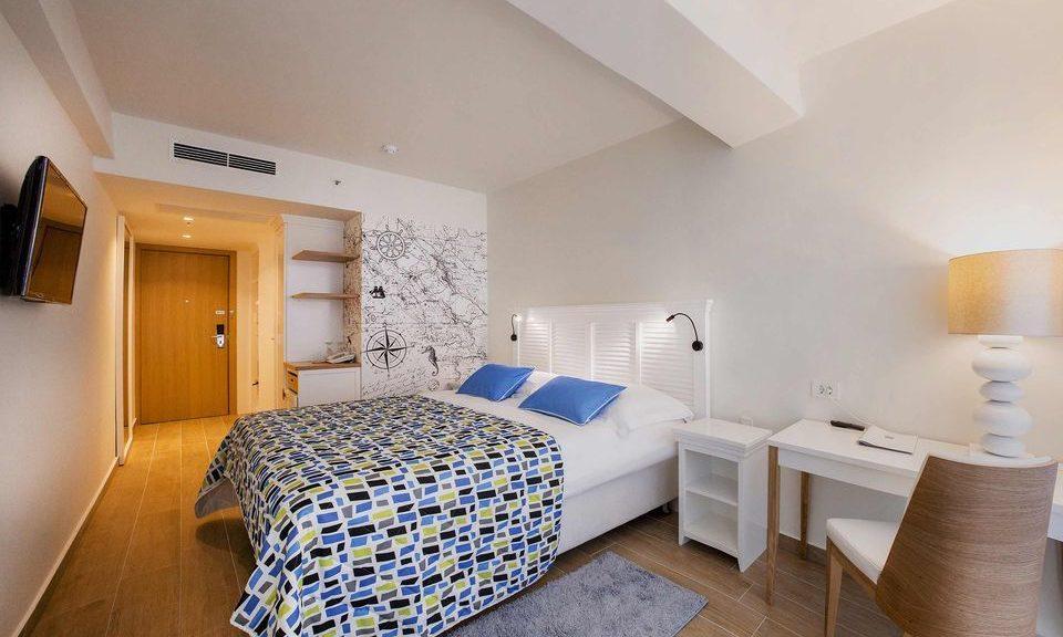 Camera doppia grande 44mq vista cortile/giardino con balconi alla francese_3