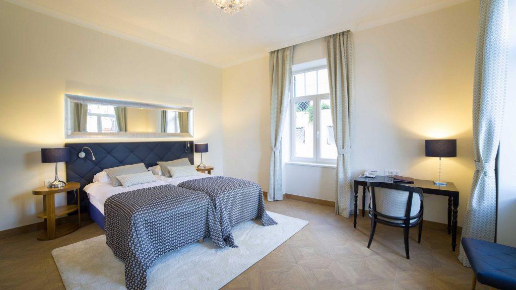 Camera deluxe a 2 letti Villa Royal 28 m² vista cortile/giardino_5
