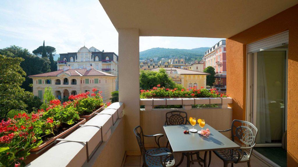 Suite Villa Camellia 42 m² con balcone_3