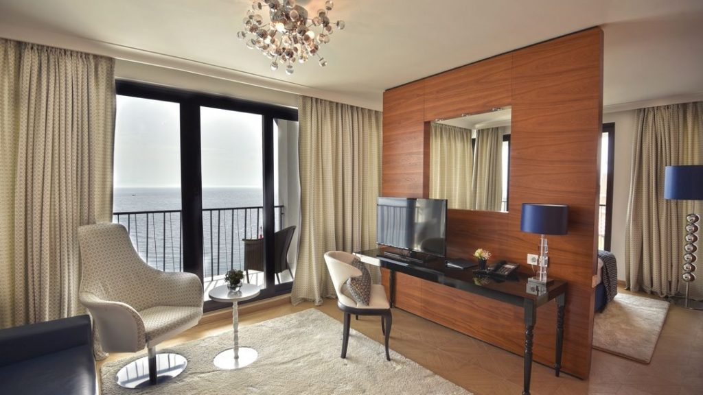 Suite 44 m² Sea View and Balcony-1